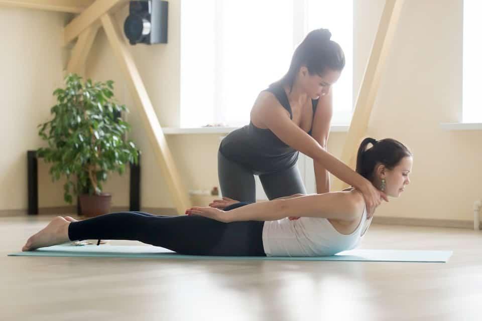 10 Signs of a Bad Yoga Teacher
